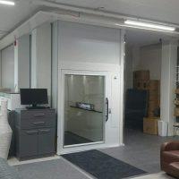 Platformlift in kantoor