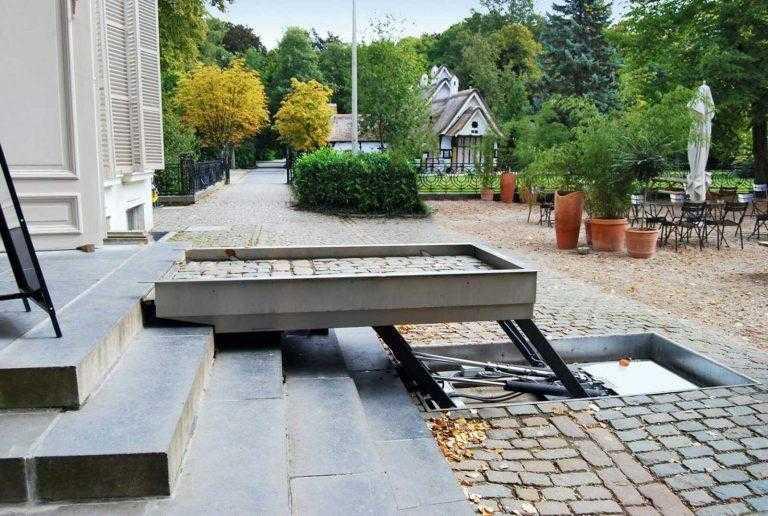 Museum biedt toegang voor invaliden met de hydro plateautraplift