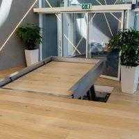 hydro plateau traplift met houten vloer doorgelegd