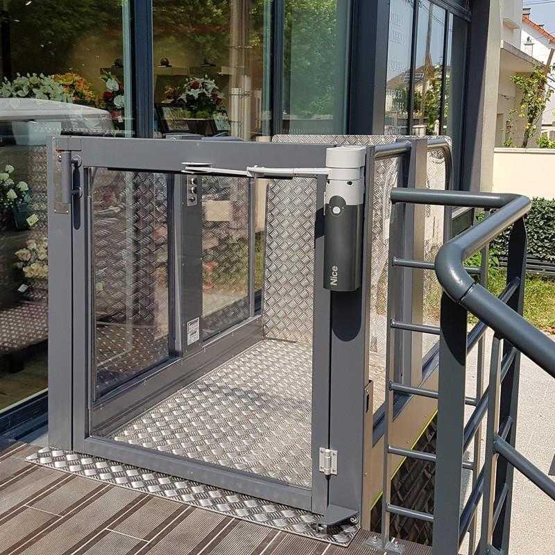 Draaipoorten kunnen handmatig of automatisch geopend worden