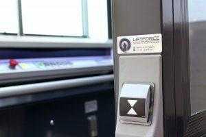 overname besturing aan buitenkant lift