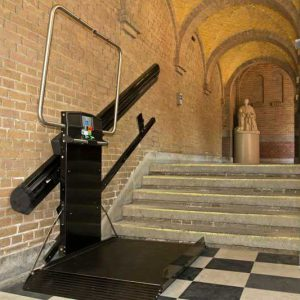 Plateautraplift als rolstoellift in Rotterdamse kerk