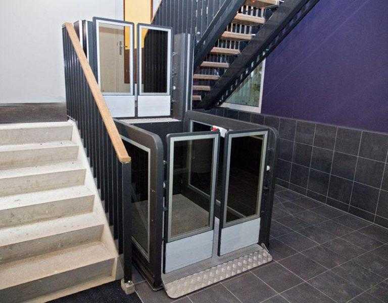 Verticale plateaulift zonder liftput in parkeergarage Sittard