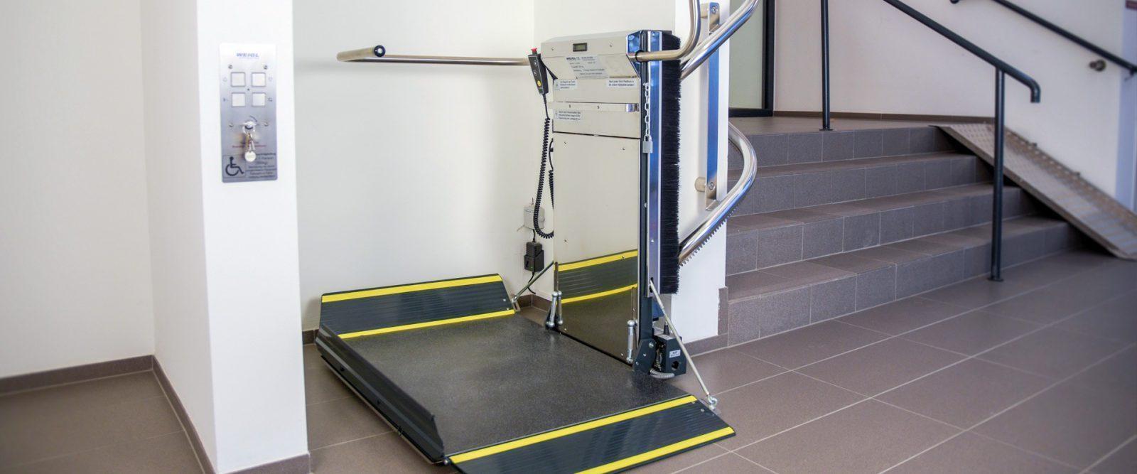 plateautraplift voor trappen met bochten