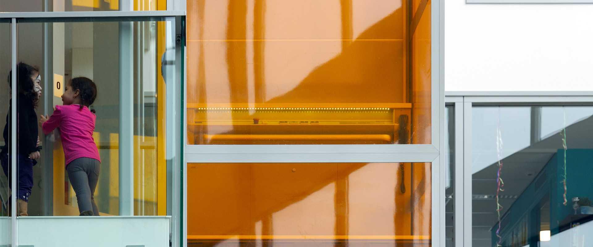 luxe platformlift met gekleurde folie