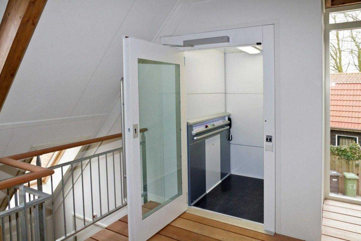 Platformlift maakt verdieping rolstoel-toegankelijk
